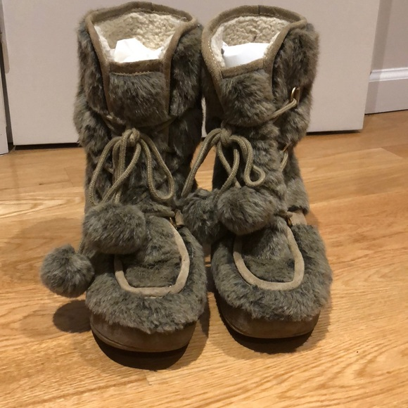 a82c310cd0a2 Juicy Couture Shoes - Juicy Couture faux fur wedge boots size 8